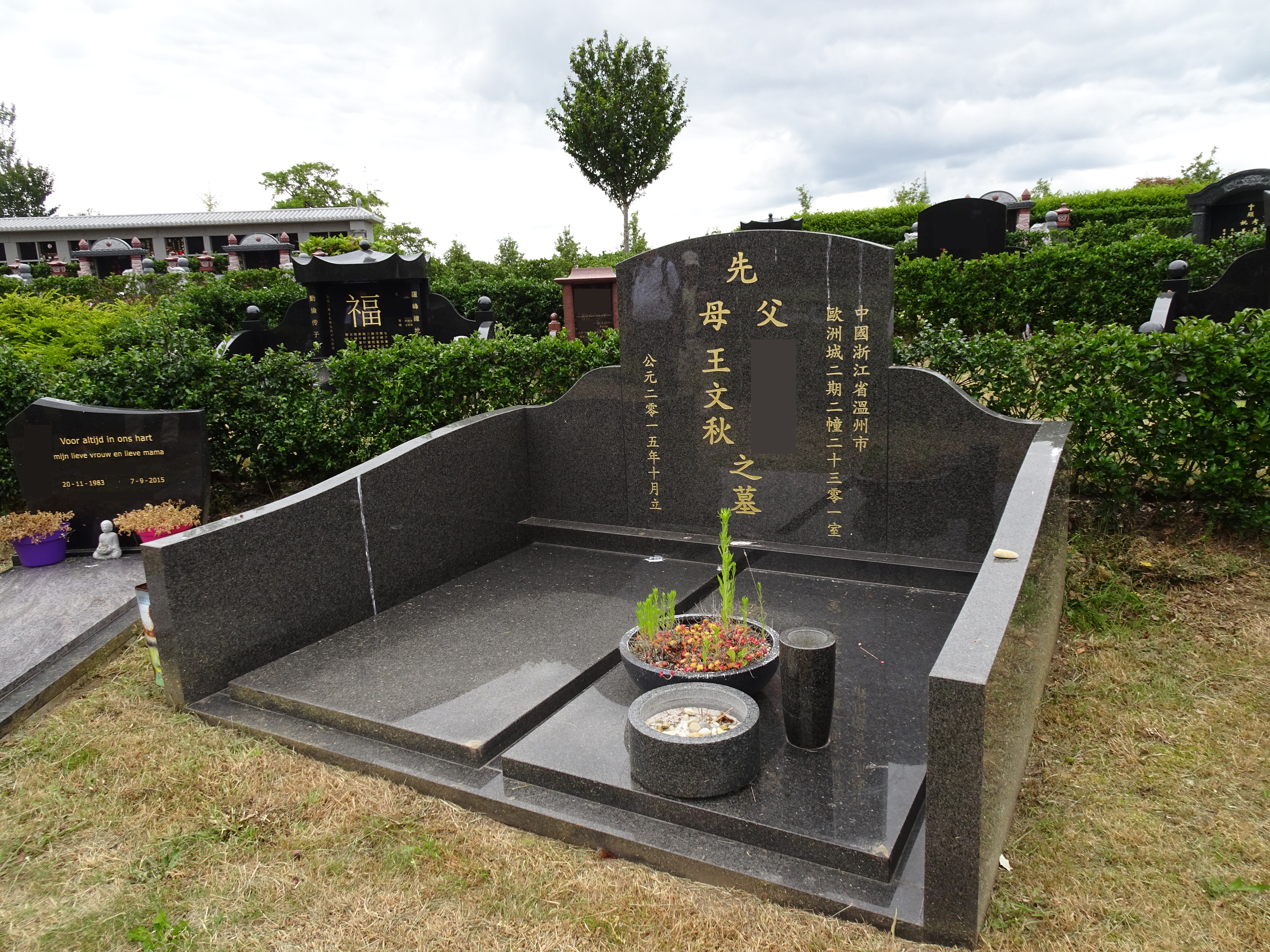 Grave at Chinese Cemetery in Kranenburg, Zwolle, the Netherlands